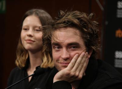 Robert Pattinson y Mia Goth en la presentación de High Life en 66SSIFF