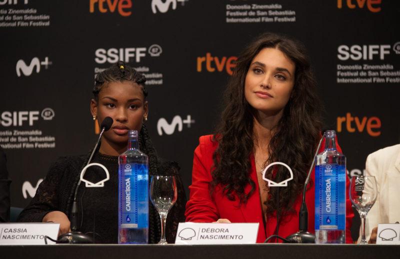 Las actrices Cassia Nascimento y Debora Nascimento durante la rueda de prensa de Pacificado en la 67SSIFF