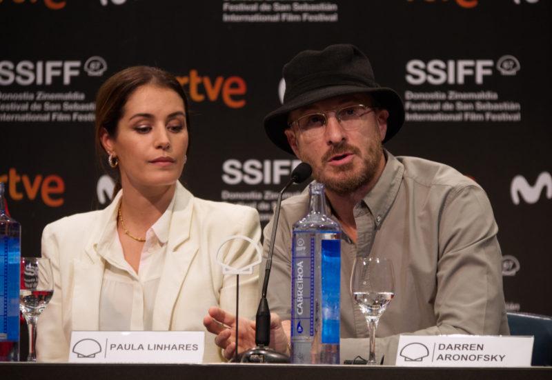 Paula Linhares y Darren Aronofsky durante la rueda de prensa de Pacificado en la 67SSIFF
